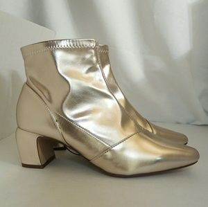 NWT Gold Metallic Booties Forever 21 Size 6